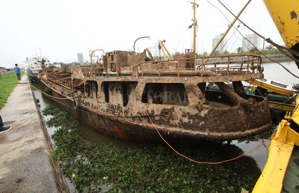 Finalizó con éxito el rescate de un buque hundido en el Puerto 16 años atrás