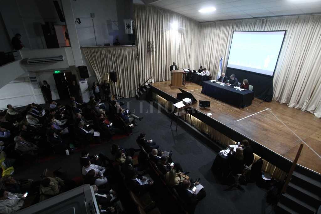 127 oradores se anotaron para participar en la audiencia pública convocada por Enargas, que se realizó en la UTN. <strong>Foto:</strong> Mauricio Garin