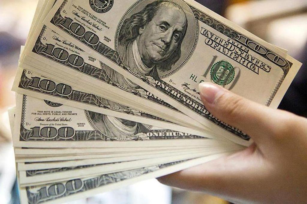 Nuevo récord del dólar en $ 25,51