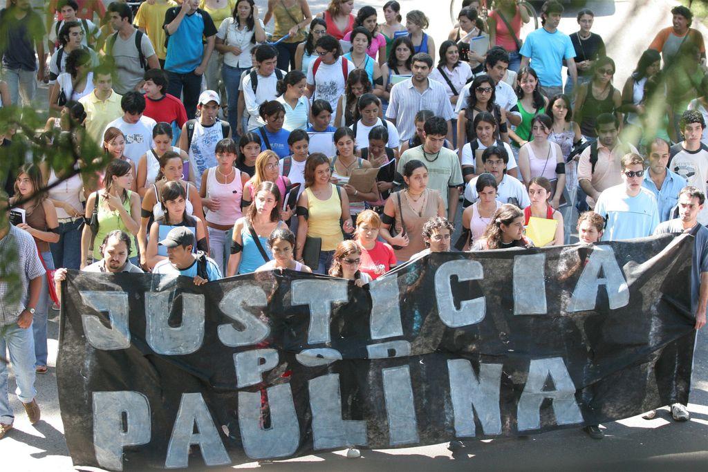 El asesinato de Paulina, ocurrido en 2006, motivó numerosas marchas de familiares y vecinos. Crédito: Archivo El Litoral