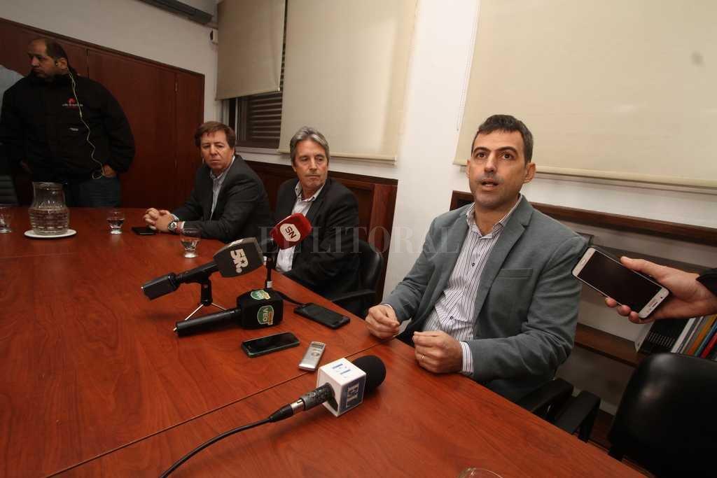 "Santiago Amézaga fue presentado como director del Ente ""Aeropuerto Sauce Viejo"". <strong>Foto:</strong> Guillermo Di Salvatore"