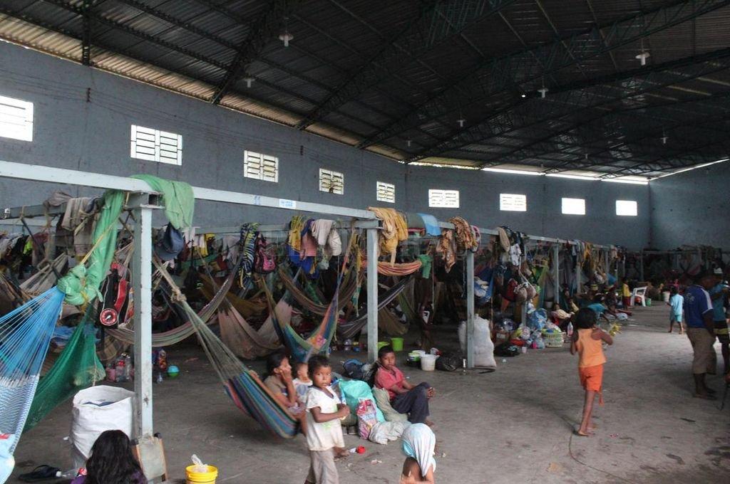 Migrantes venezolanos en un refugio en Pacaraima, Brasil. Muchos venezolanos cruzan desde hace meses a pie la frontera y entran al Estado brasileño de Roraima con las manos vacías.  Crédito: DPA