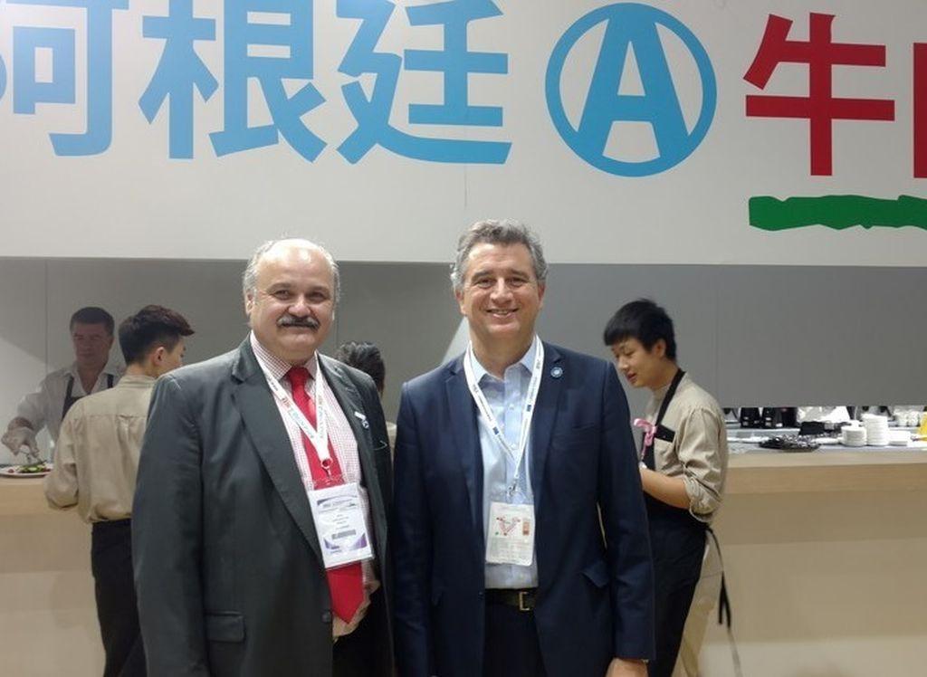 El vicepresidente del IPCVA, Mario Ravettino,y el ministro de Agroindustria, Luis Miguel Etchevehere. Crédito: Clarín