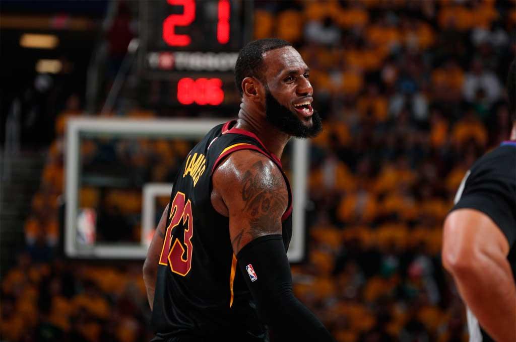 NBA: Cleveland iguala la serie ante Boston con un LeBron James intratable