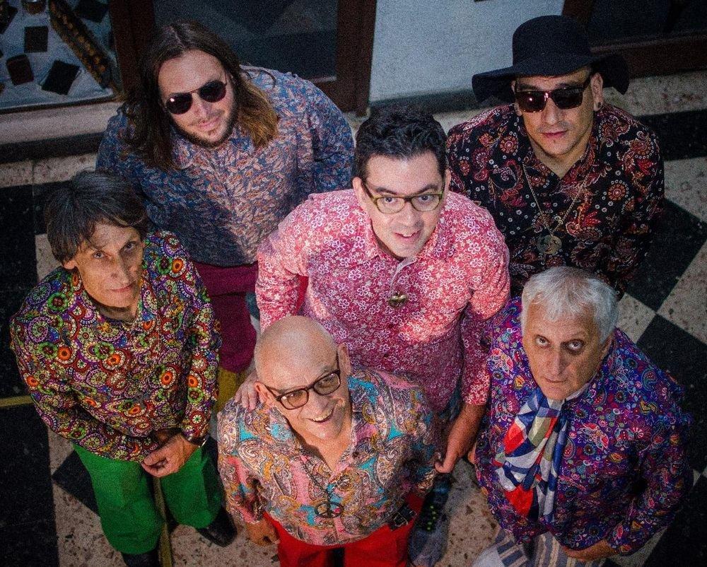 Los actuales integrantes de Los Ranser junto a Fernando Birri, el bajista que será homenajeado el sábado próximo en el Centro Cultural Provincial. <strong>Foto:</strong> Gentileza Los Ranser