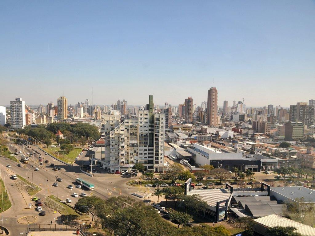 Miércoles de sol en la capital provincial. Crédito: Flavio Raina