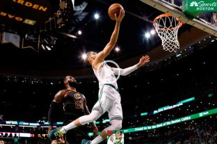 Boston se impone de local y lidera la serie ante Cleveland