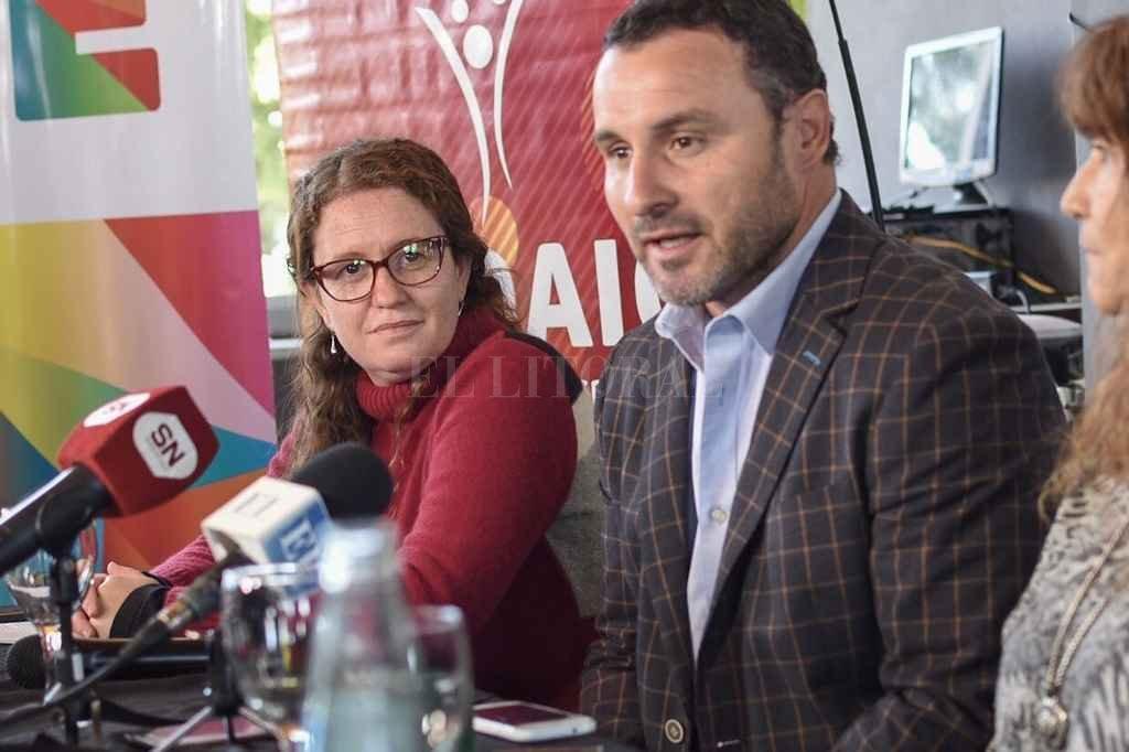 Presentación. Cecilia Battistutti y Martín Cuestas brindaron detalles de la plausible iniciativa. <strong>Foto:</strong> Gentileza Municipalidad de Santa Fe