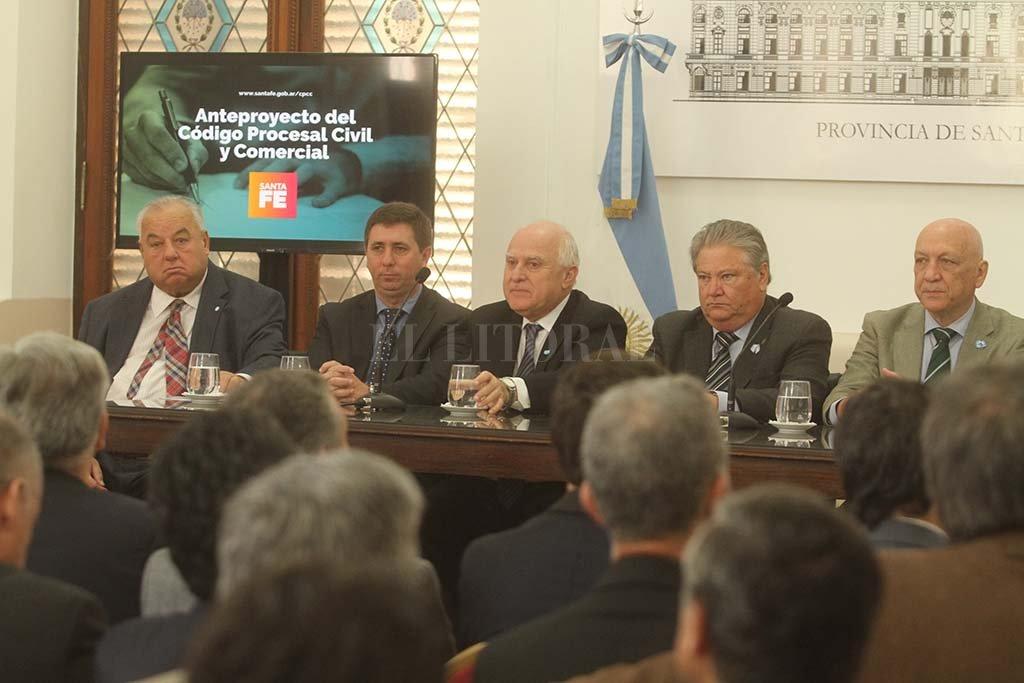 Gutiérrez, Pirola, Lifschitz, Fascendini y Bonfatti, en el acto de presentación. Crédito: Guillermo Di Salvatore.