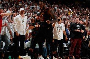 Con un magnífico LeBron James, Cleveland estira la serie ante Boston a un séptimo juego