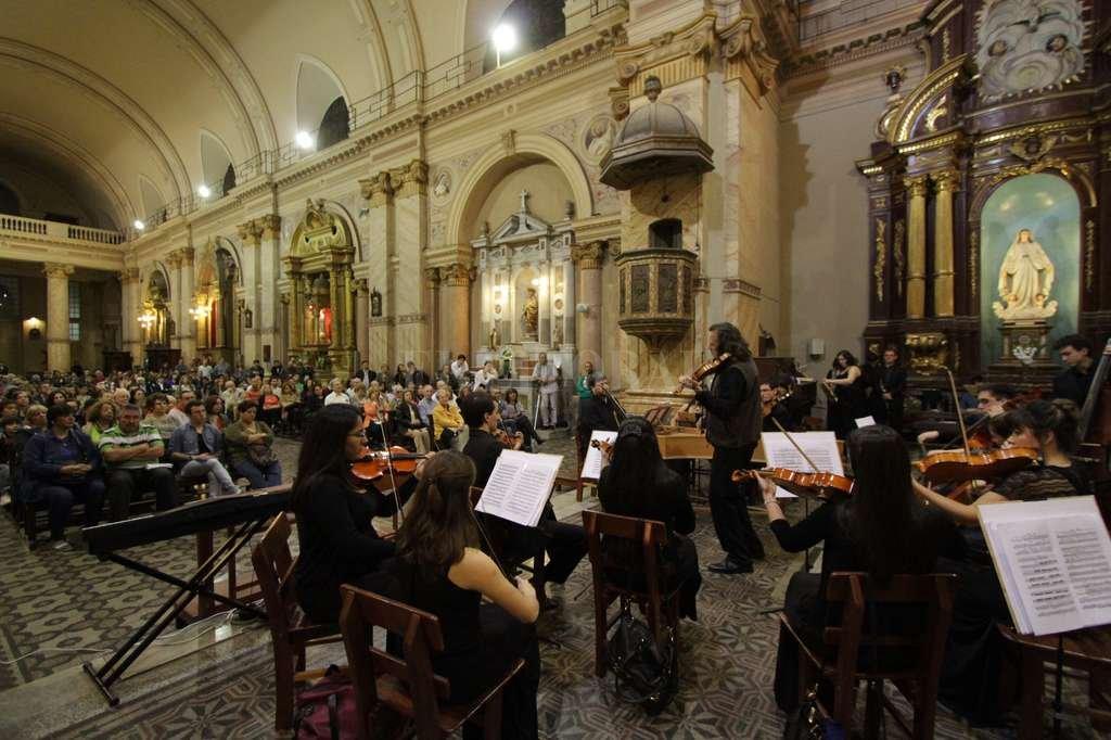 Bajo la dirección de Manuel Marina, la presentación incluirá un repertorio dedicado a Johann Sebastian Bach.  Crédito: Archivo El Litoral / Pablo Aguirre