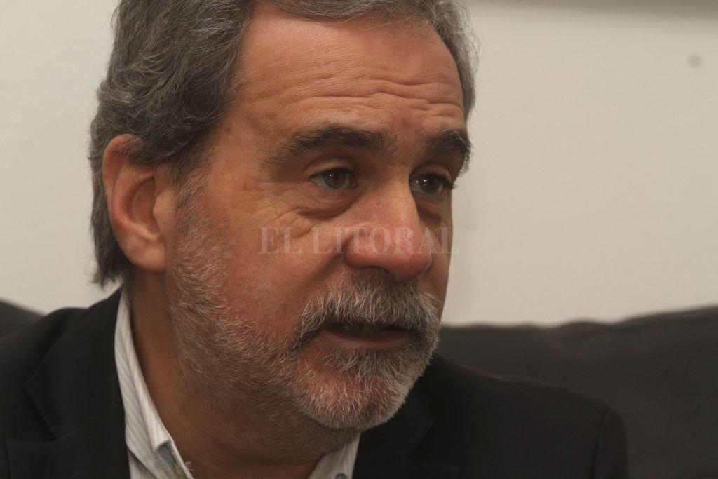 Carlos Fara advirtió que el gobierno no puede pedirle a la oposición que comparta los costos de las medidas pero si que le facilite tomarlas.  Crédito: Guillermo Di Salvatore