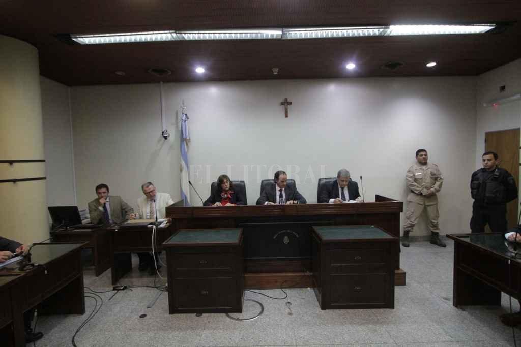 Los fundamentos del fallo estarán disponibles el próximo 6 de junio por la tarde, según anunció el tribunal integrado por los jueces Vella, Lauría -presidente- y Escobar Cello. Crédito: Mauricio Garín