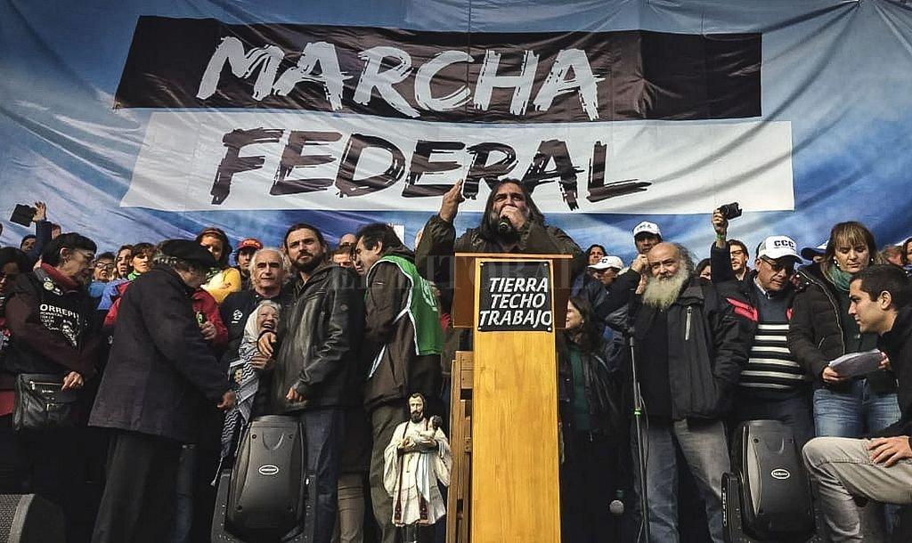Se aprueba la ley de reducción de tarifas y al otro día ya avanza sobre Buenos Aires la llamada Marcha Federal, mientras Moyano adelanta la declaración de un paro nacional. En tanto, en el Congreso se ejerce la oposición más dura, en la calle se presiona, se amenaza y se intimida. <strong>Foto:</strong> Telam