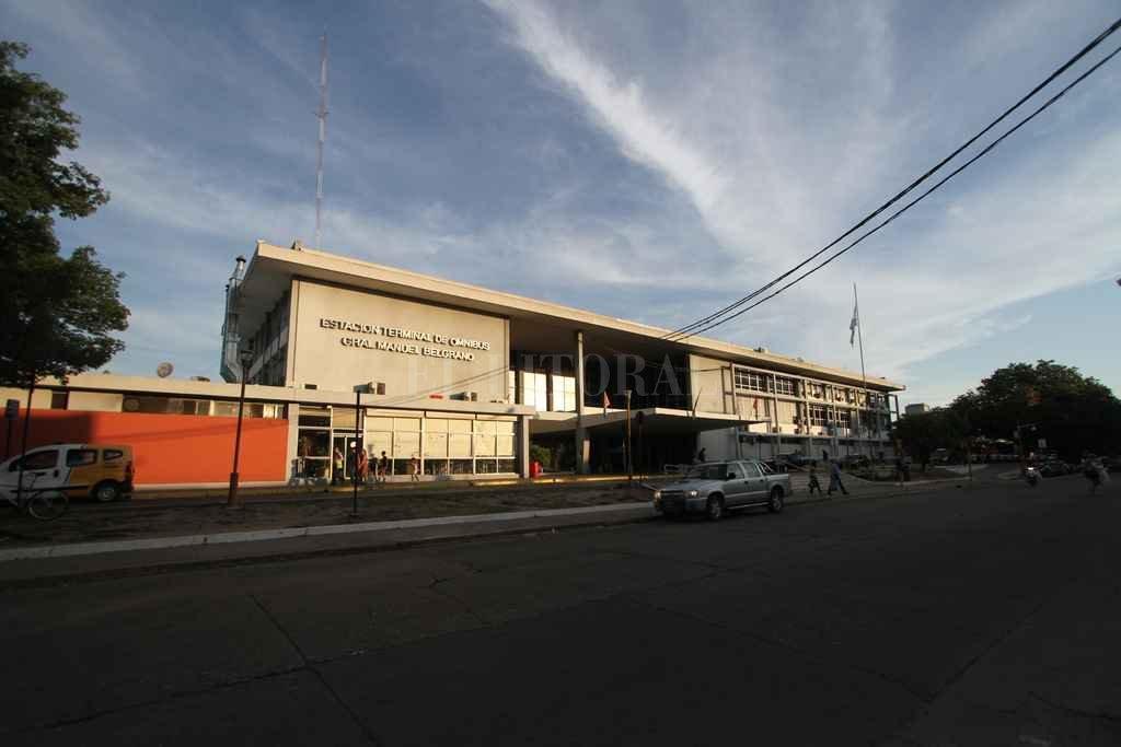 Terminal. La fachada actual del edificio que quedó en forma interina en manos del Municipio, hasta que se licite su concesión. <strong>Foto:</strong> Manuel Fabatía