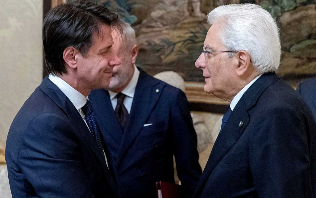 El jurista Giuseppe Conte juró este viernes como nuevo primer ministro de Italia ante el jefe del Estado, Sergio Mattarella, apoyado por el Movimiento Cinco Estrellas y la ultraderechista Liga. <strong>Foto:</strong> Internet