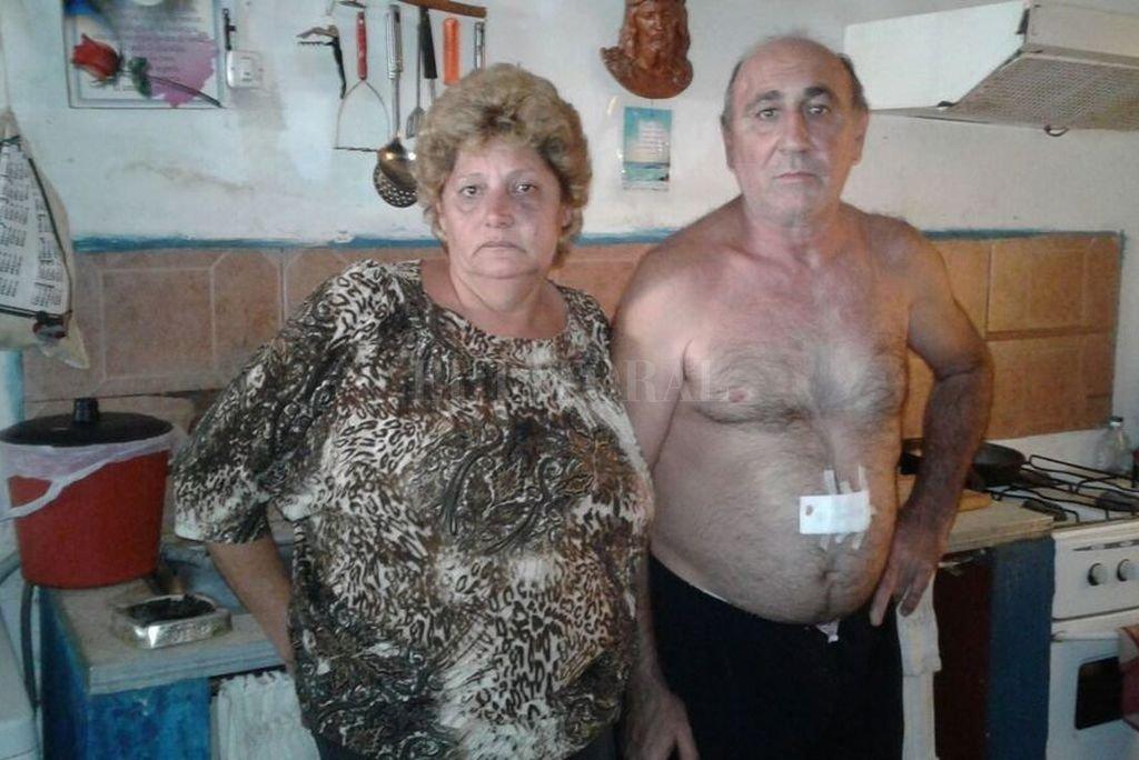 Última imagen. La mañana del 2 de abril de 2017 Jorge Ramis y su esposa, Graciela, narraron a este diario lo que les pasó a la salida de un baile.   Crédito: Archivo El Litoral