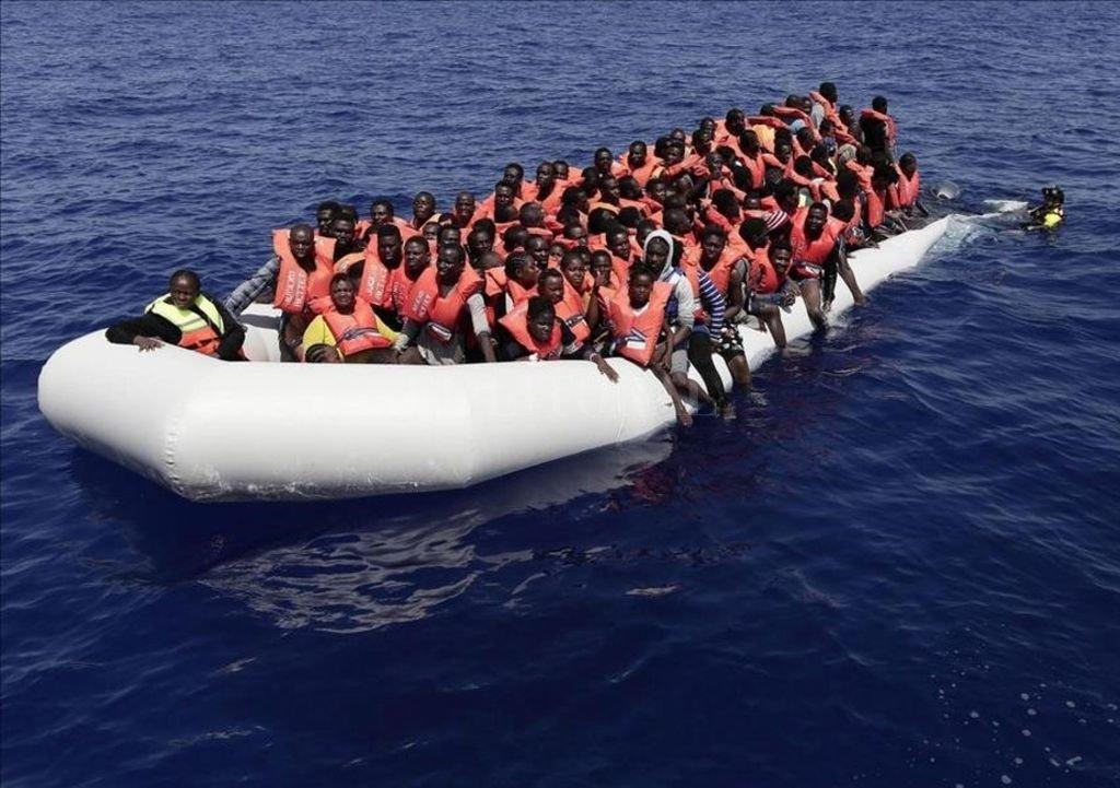 España ofrece acogida al barco Aquarius que lleva 629 migrantes