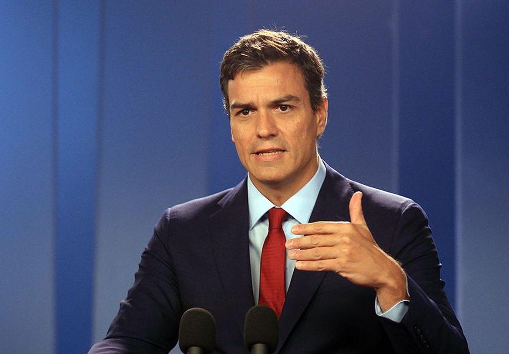 El jefe del Ejecutivo, el socialista Pedro Sánchez, dio instrucciones para que la nave atraque en el Puerto de Valencia (este). Crédito: Internet
