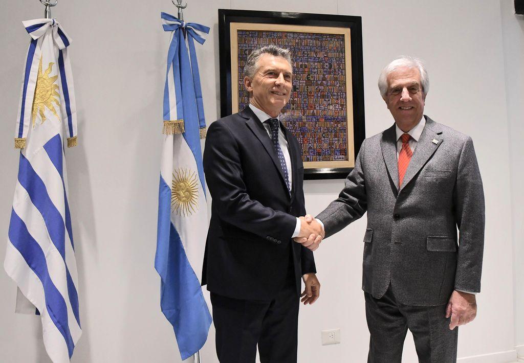 Mauricio Macri junto a Tabaré Vázquez <strong>Foto:</strong> Télam