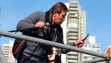 Tensión en Rosario: un hombre amenazó con un cuchillo en pleno desfile por el Día de la Bandera