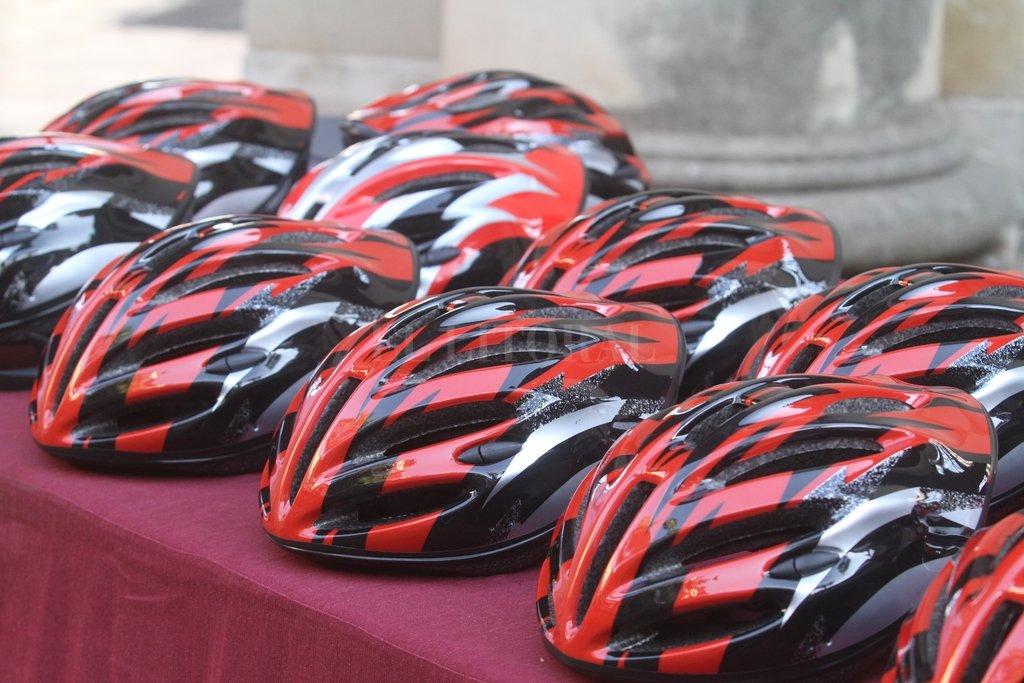 Seguridad. Cada bicicleta fue entregada con su casco reglamentario. Guillermo Di Salvatore