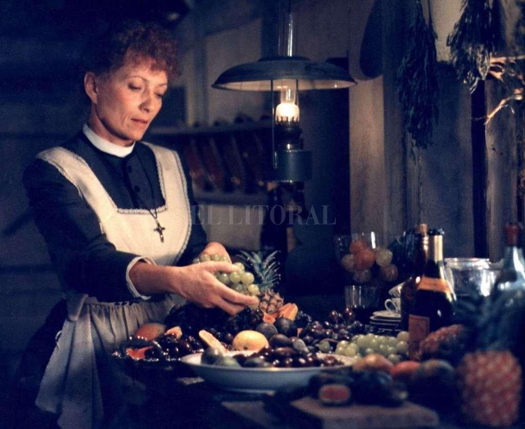 La llegada de Babette, que viene de París, huyendo de la guerra civil, cambiará las vidas de los habitantes de una aldea danesa dominada por el puritanismo. <strong>Foto:</strong> Nordisk Films