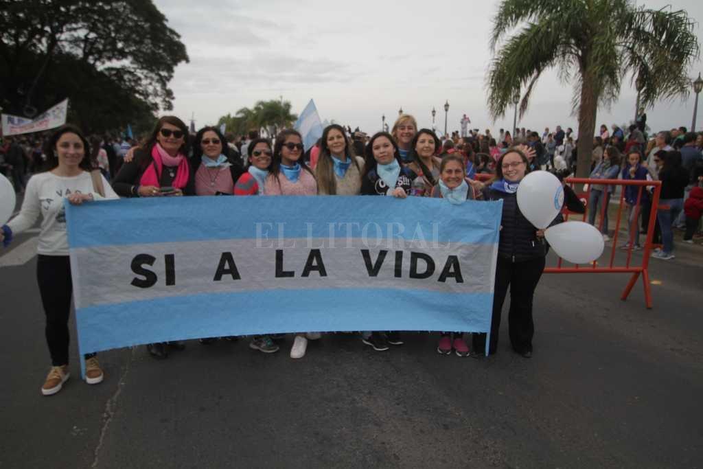 """""""Si a la vida"""". A través de firmas buscan que los senadores nacionales por Santa Fe voten en contra de la ley de interrupción voluntaria del embarazo. Crédito: Pablo Aguirre"""