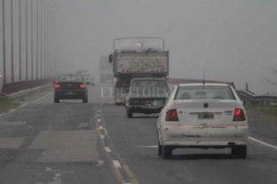 Advierten por bancos de niebla en algunos caminos santafesinos