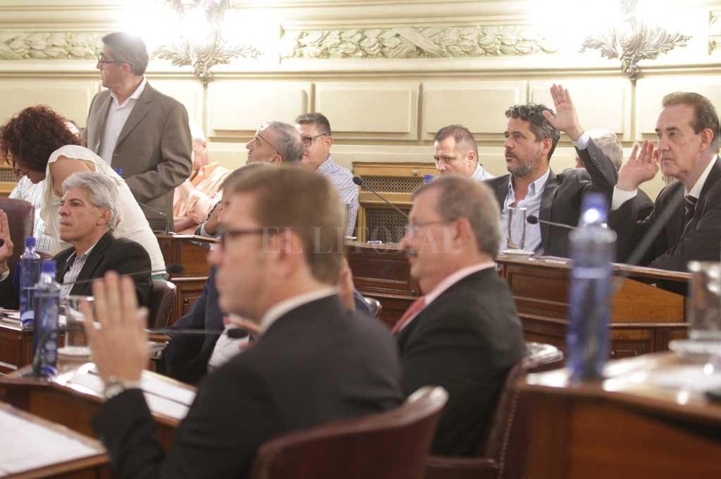 Los dos bloques del Frente Progresista en la Cámara Alta firmaron la iniciativa, similar a la que la Casa Gris envió a Diputados.  Crédito: Archivo El Litoral