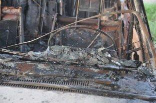 Investigan el incendio de un auto en barrio Candioti