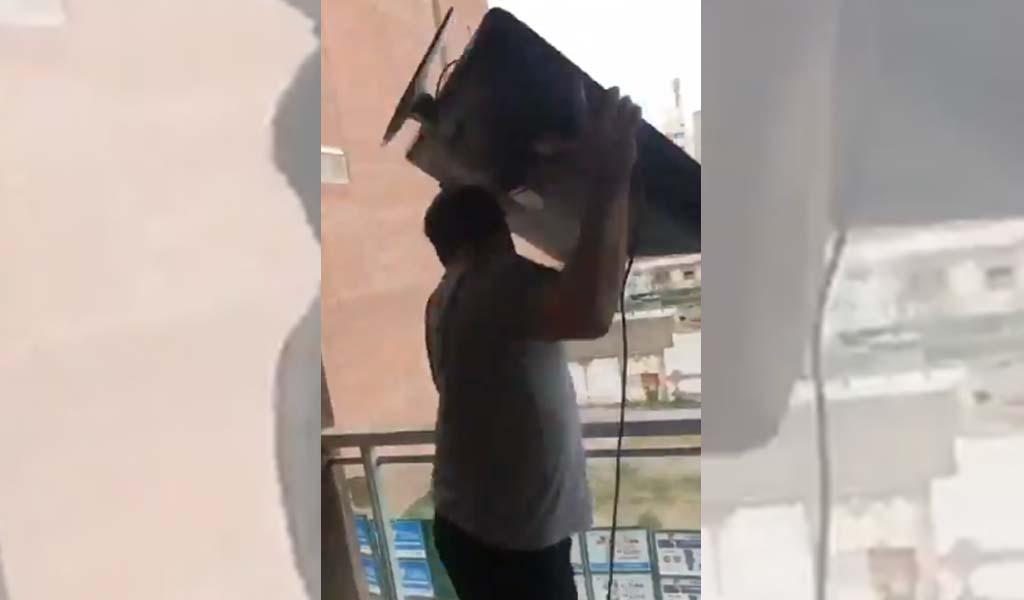 Furioso por la derrota, tiró el televisor por la ventana