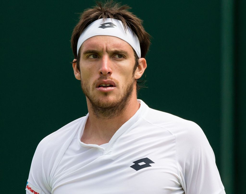 Mayer comenzó su camino ante el alemán Jan-Lennard Struff, que lo dejó afuera del torneo tras caer 6-3, 7(7)- 6(5), 6(5)-7(7) y 1-6.  Crédito: Wimbledon.