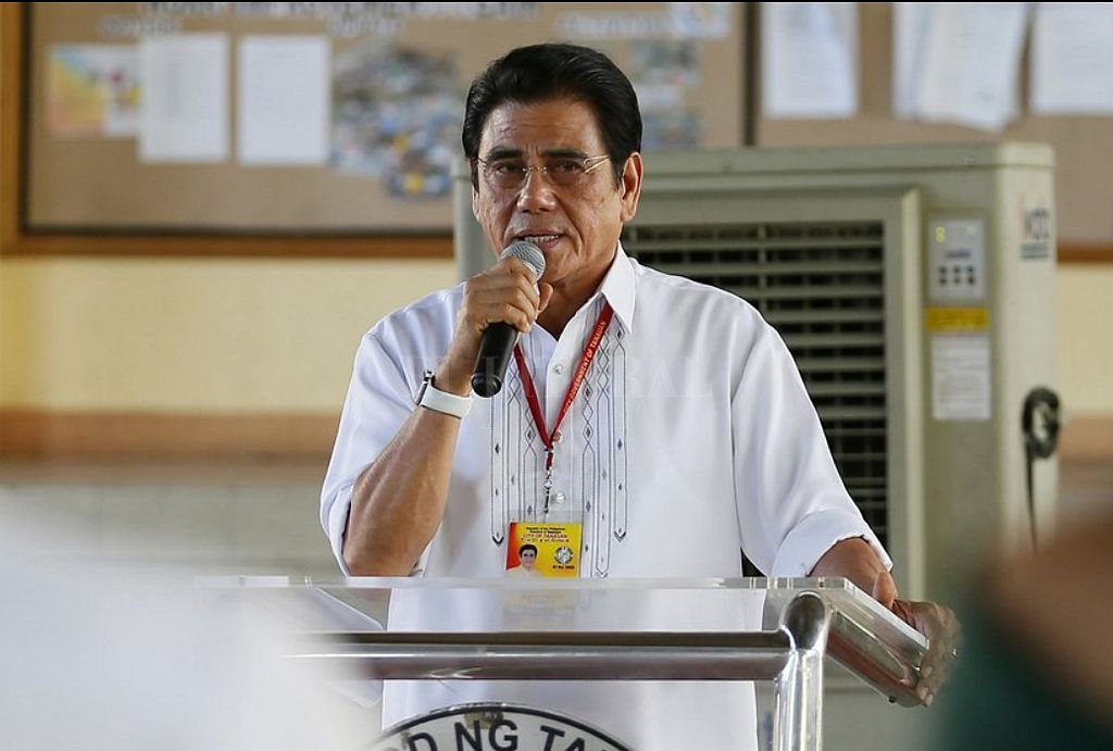FUERTE VIDEO: Asesinan a un alcalde filipino durante un izamiento de bandera