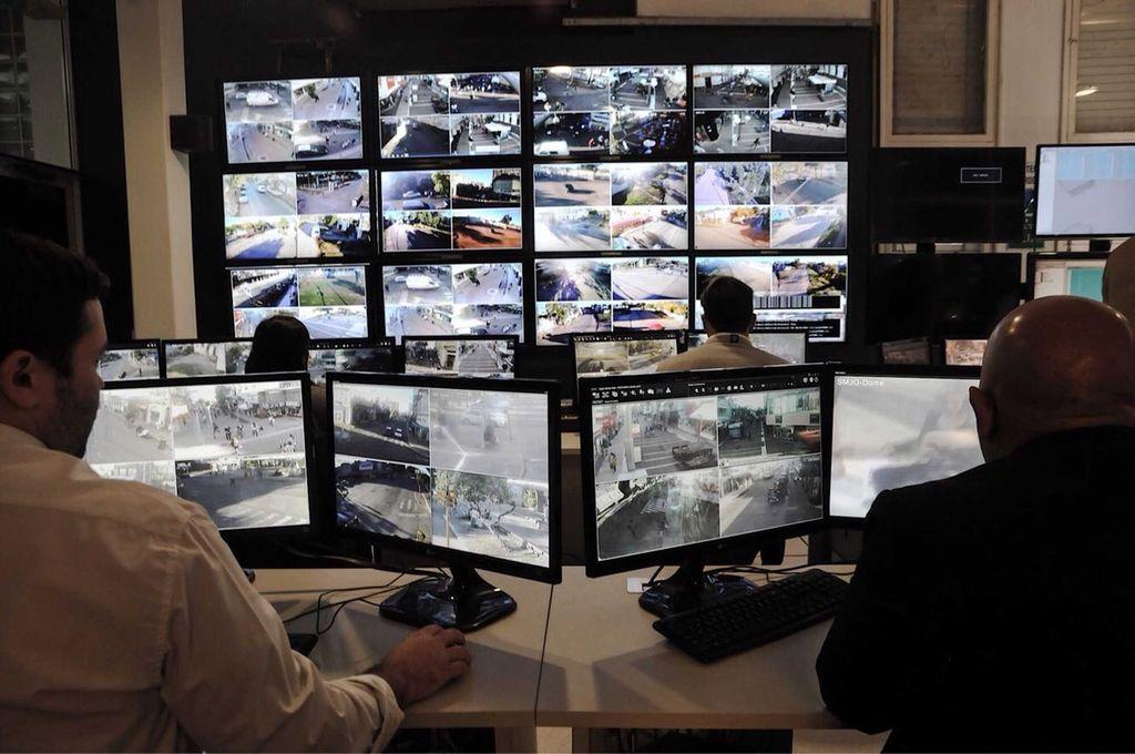 Cuando se incorporen las nuevas cámaras, será imperioso ampliar el Centro de Monitoreo de la Municipalidad. <strong>Foto:</strong> MCSF