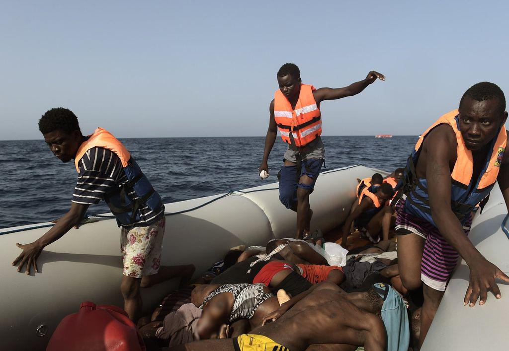 Fuertes imágenes de cómo viajan los migrantes en el Mediterráneo. Crédito: Internet