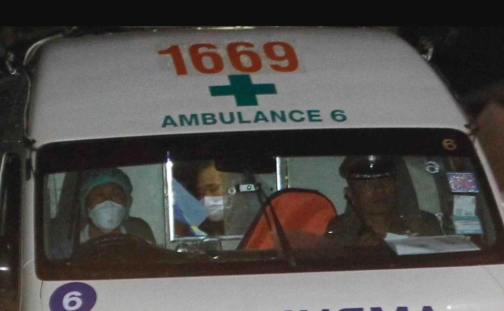 Los chicos rescatados de la cueva deberán pasar 24 horas aislados en el hospital. No podrán ver a sus familias hasta que se determine que se completen los chequeos médicos. Reservaron todo un piso para ellos en el centro de salud donde fueron derivados.  Crédito: TN