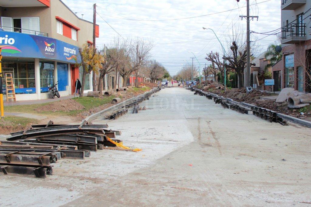 Al hospital. Flamante asfalto en la conjunción de Av. Luján con Lisandro de la Torre. <strong>Foto:</strong> Prensa Municipal