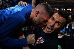 Las imágenes del fotógrafo que fue aplastado en el festejo de gol croata