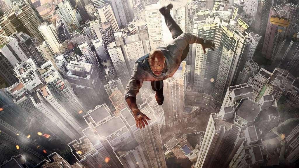 William Swayer (Johnson) es un asesor de seguridad especializado en rascacielos, que tendrá que rescatar a su familia cuando se incendia el edificio más alto y seguro del mundo. <strong>Foto:</strong>  Gentileza Universal Pictures