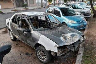 Detuvieron a dos adolescentes por quemar tres autos