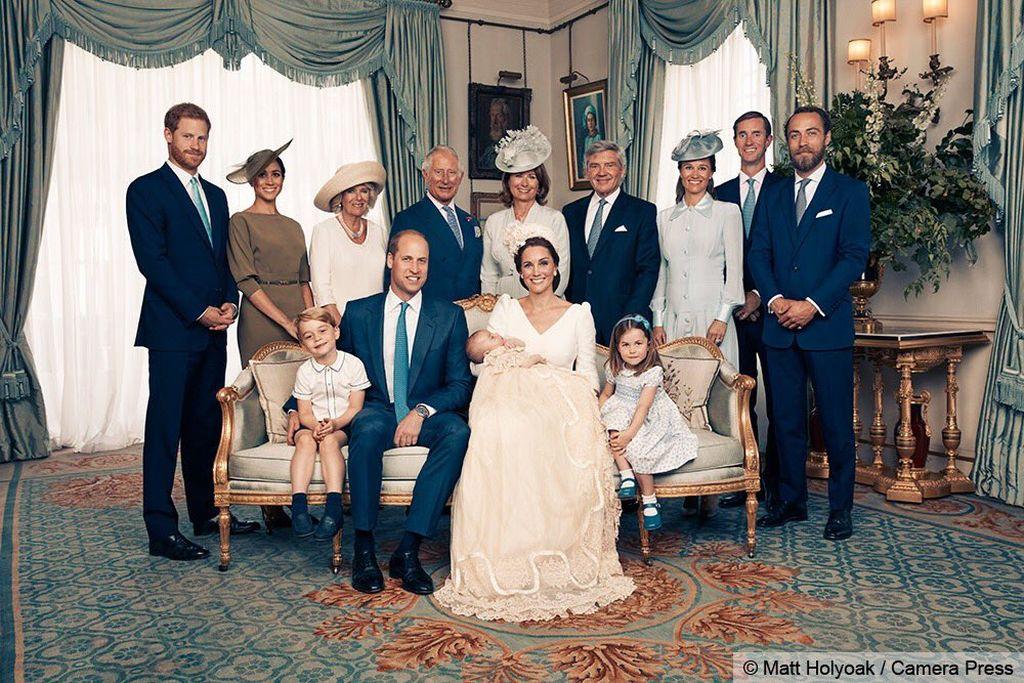 [FOTOS] Realeza británica publica imágenes oficiales del bautizo del príncipe Louis