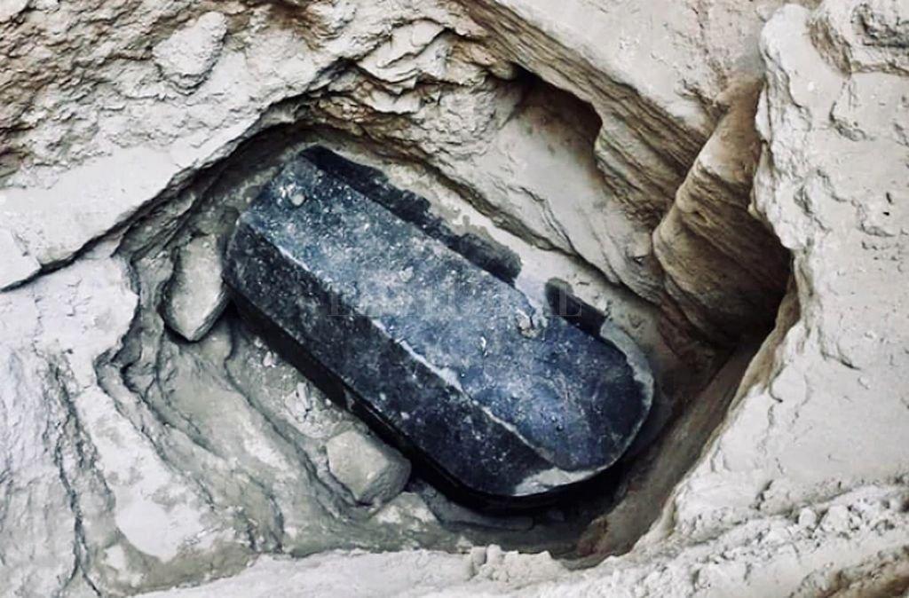 El sarcófago tiene casi dos metros de alto y tres de largo. Crédito: Captura digital Infobae / AFP