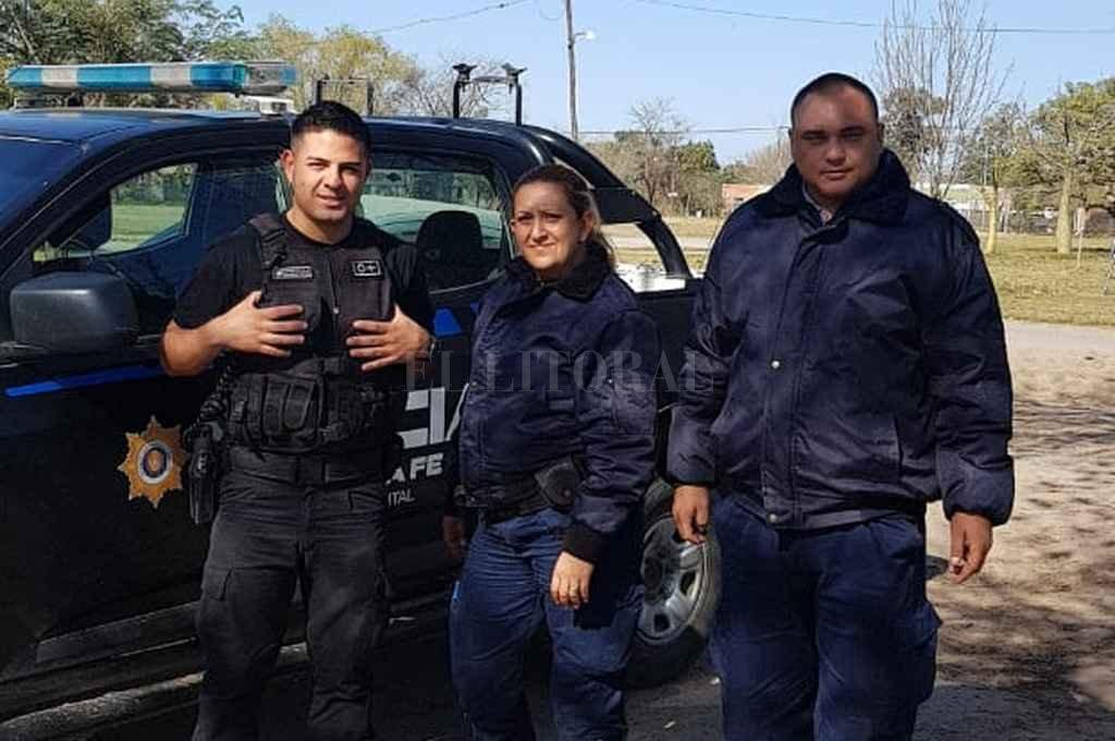 El personal policial que salvó a la beba: los oficiales Julián Espíndola, Juan Ricomini y Natalia Alonso. El Litoral