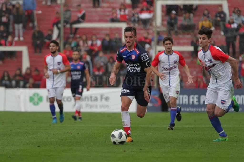 Repitió. Mauro Pittón fue uno de los que jugó los dos encuentros por la Copa Santa Fe. Crédito: Manuel Fabatía