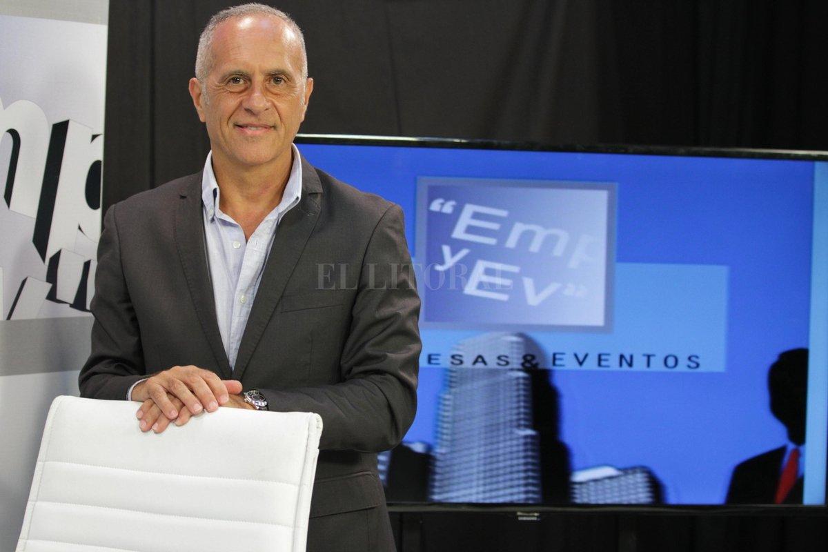 Oliveros inició su programa el 20 de julio de 1999, emprendimiento que hoy comparte con su familia, con el objetivo de destacar el trabajo de hombres y mujeres de empresa. Crédito: Gentileza CyD Litoral