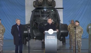 Macri anunció una profunda reconversión de las FF.AA