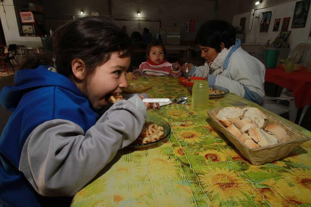 La provincia brinda más de 164 mil raciones de comedor escolar y unas 425 mil copas de leche. Crédito: Archivo El Litoral