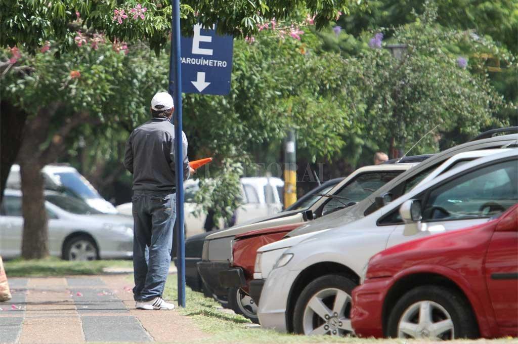 En un caso fueron agresiones mutuas y contra la policía; en otro directamente contra automovilistas. Crédito: Archivo El Litoral