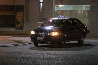 Simularon ser pasajeros y robaron a un taxista